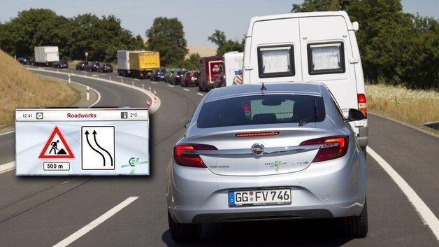 Beim Verkehrsprojekt DRIVE C2X wurden  unter anderem auch Funktionen zur Baustellen- und Stauwarnung getestet.