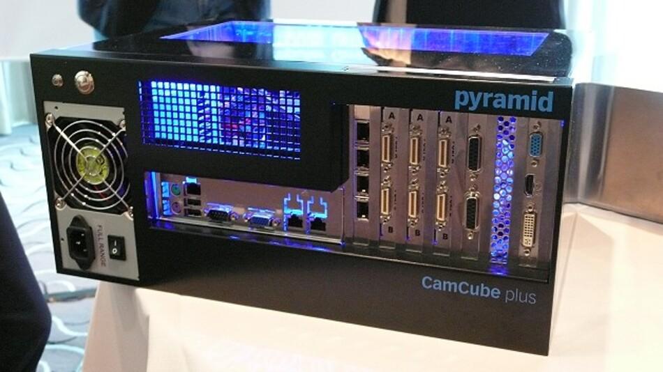Die Schnittstellen und Erweiterungs-Slots des Bildverarbeitungs-IPCs »CamCube plus 4.0« befinden sich alle auf der Vorderseite.