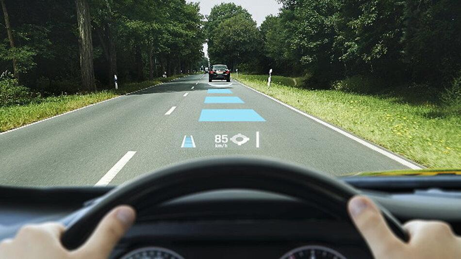 Continental zeigt ein Head-up-Display mit Augmented Reality für bessere Fahrerinformation.