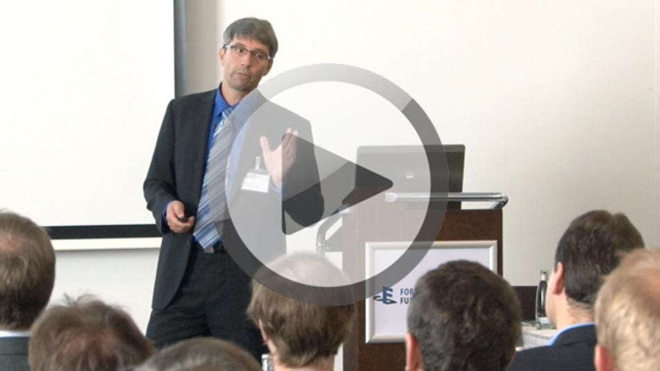 Stefan Ditting bei seinem Vortrag zum Thema Safety und Security auf dem Forum Funktionale Sicherheit