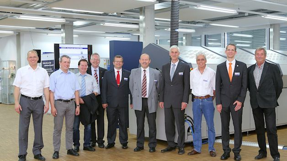 (v.l.) Bert Schopmans (Kolb Cleaning Technology), Christoph Öckl (ASM Assembly Systems), Uwe Schäfer (Ekra/Asys Group), Norbert Heilmann (ASM Assembly Systems), Helmut Öttl (Rehm Thermal Systems), Bernd Reißlöhner (Schweizer Electronic AG), Dr. Hans Bell (Rehm Thermal Systems), Urs Ackermann (ZEVAC), Harald Grumm (Christian Koenen) und Janos Tolnay (ZEVAC) (Foto: Rehm Thermal Systems)