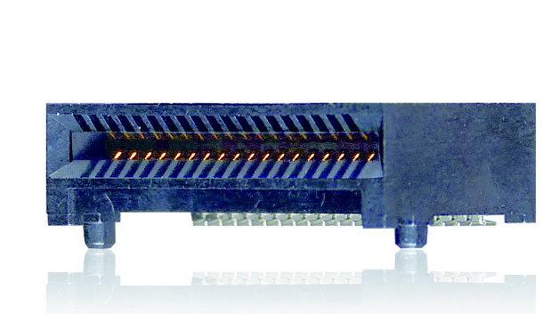 Der QSFP+-Steckverbinder überträgt bis zu 32 GBit/s pro Kanal.
