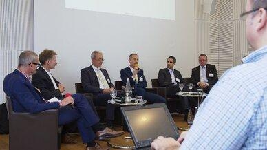 Die Teilnehmer der Diskussionsrunde (v.r.n.l.): Marcus Klische (Blackberry), Özgür Koyun (Kobil Systems), Andre Hansel (Microsoft) und Heinrich Golüke (Datev).