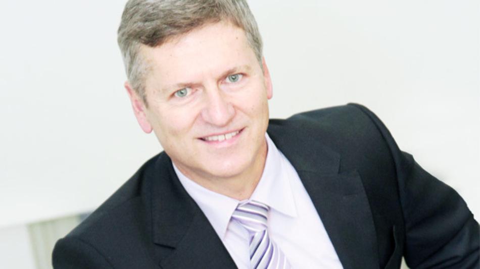 """Dr. Anton Mindl, Vorstandsvorsitzender der Elmos Semiconductor AG: """"Der Geschäftsverlauf 2014 stimmt uns zuversichtlich. Auch die Umstellung unserer Fertigung läuft, trotz hoher Auslastung, im Zeitplan."""""""