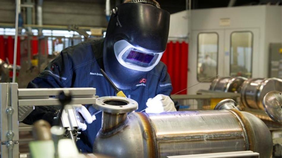 In der Fertigung von Abgasnachbehandlungssystemen setzt Bosch Emission Systems auf topmoderne Technologien.