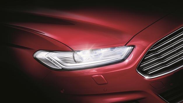 Der neue Ford Mondeo kann optional mit adaptiven LED-Frontscheinwerfern geliefert werden.