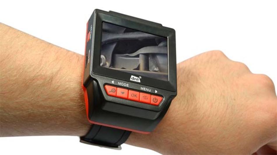 Der Bildschirm des neuen Endoskops Findoo Watch kann am Handgelenk getragen werden.