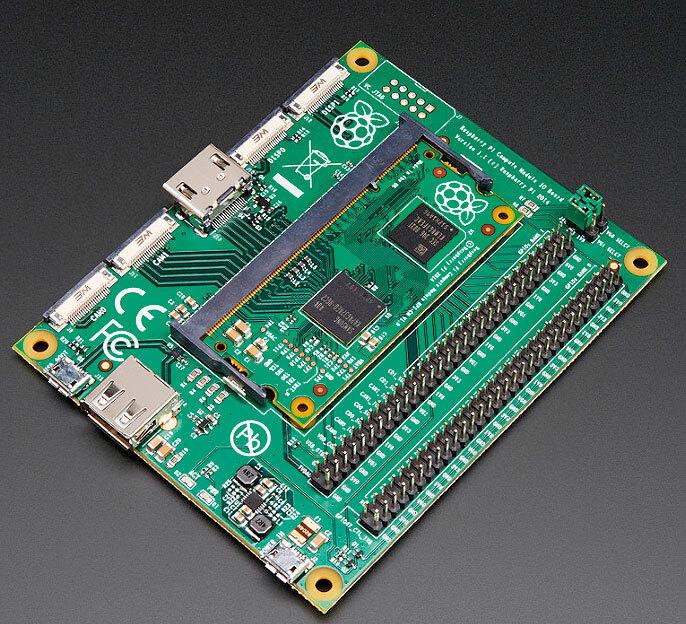 Bild 3. Zum Raspberry Pi Compute Module gibt es ein offizielles I/O-Board – hier mit eingesetztem Compute-Modul.