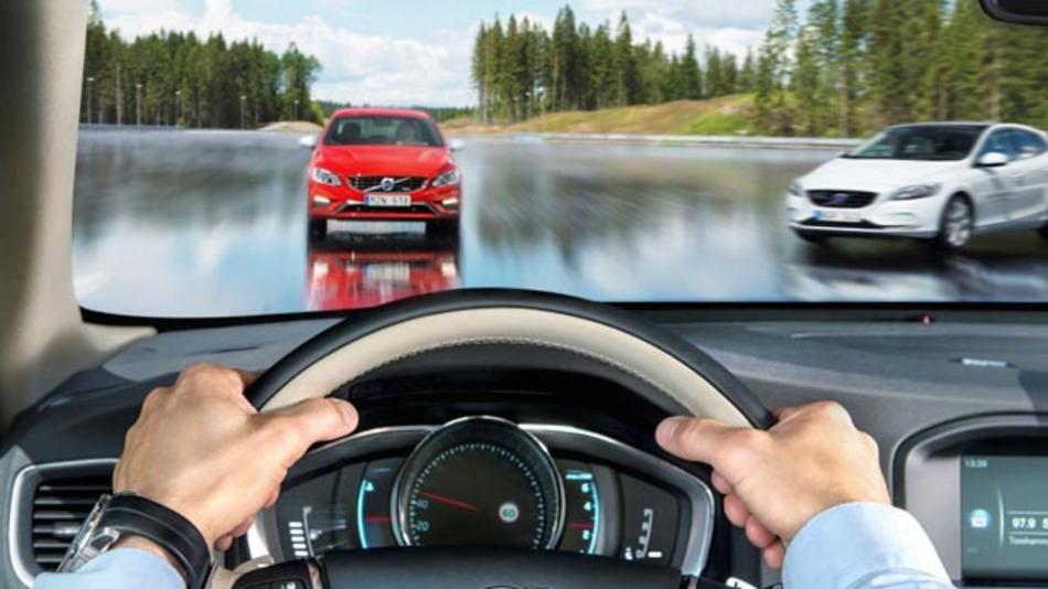 Auf dem Testgelände für automobile Sicherheitslösungen, AstaZero,  können Hochgeschwindigkeitsabschnitt Fahrdynamik und Unfallvermeidung bei hohen Geschwindigkeiten erprobt werden.