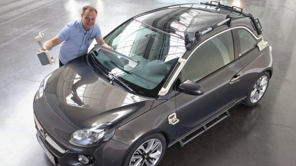 Schon heute Arbeitsalltag bei Opel: 40 Montagewerkzeuge aus dem 3D-Drucker kommen bei der Produktion des Adam Rocks zum Einsatz.