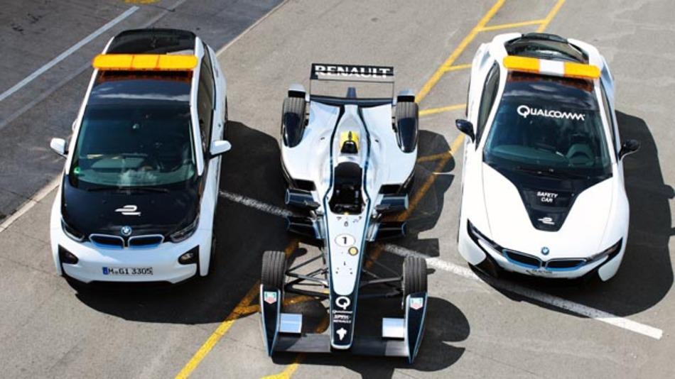 Fit für die Formel E: Medical Car (BMW i3) und Safety Car (BMW i8) werden bereits in der Startsaison induktiv ladbar sein. Der Rennwagen Spark-Renault SRT 01_E wird in der zweiten Saison induktiv mit Strom versorgt.
