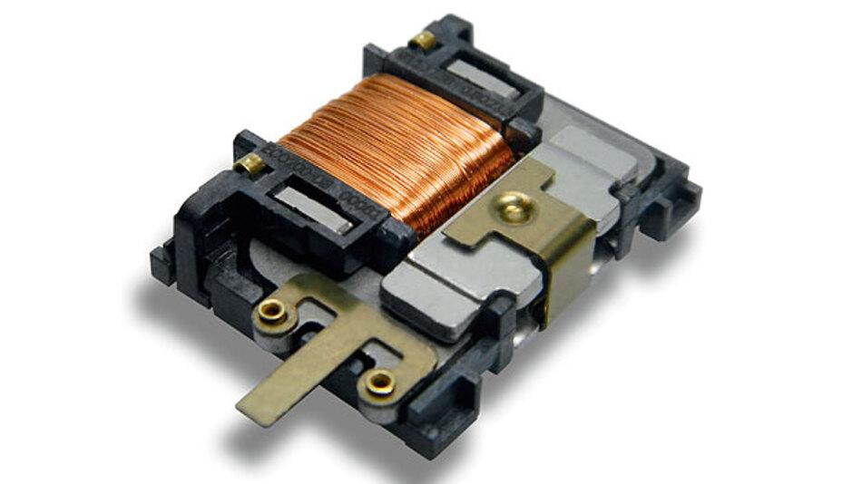 Bild 1. Beim mechanischen Energiewandler ECO 200 liefert jede Betätigung einen kleinen elektrischen Impuls, der sofort für den kurzzeitigen Betrieb elektronischer Schaltungen genutzt werden kann. Jede Betätigung kann drei Funktelegramme übertragen.