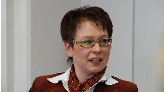 Manuela Gutmann, Yamaichi Eletronics