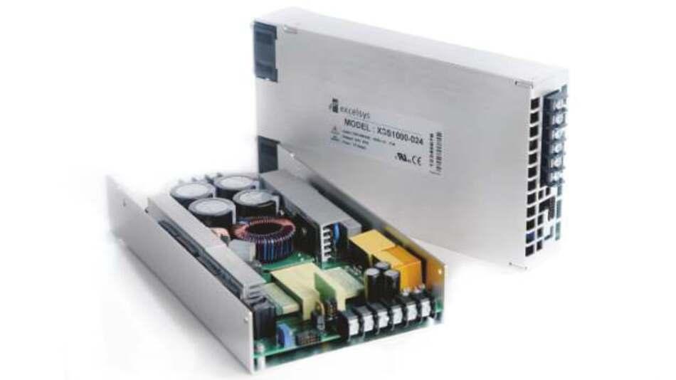 Mit Wirkungsgraden bis zu 95 Prozent arbeiten diese 1 HE x 238 mm x 128 mm großen Open-Frame-Netzteile. Konvektionsgekühlt liefern sie eine Ausgangsleistung von 500 W, verbaut in einem Gehäuse mit einem Lüfter mit variabler Drehzahl bieten sie eine Ausgangsleistung von 1000 W.