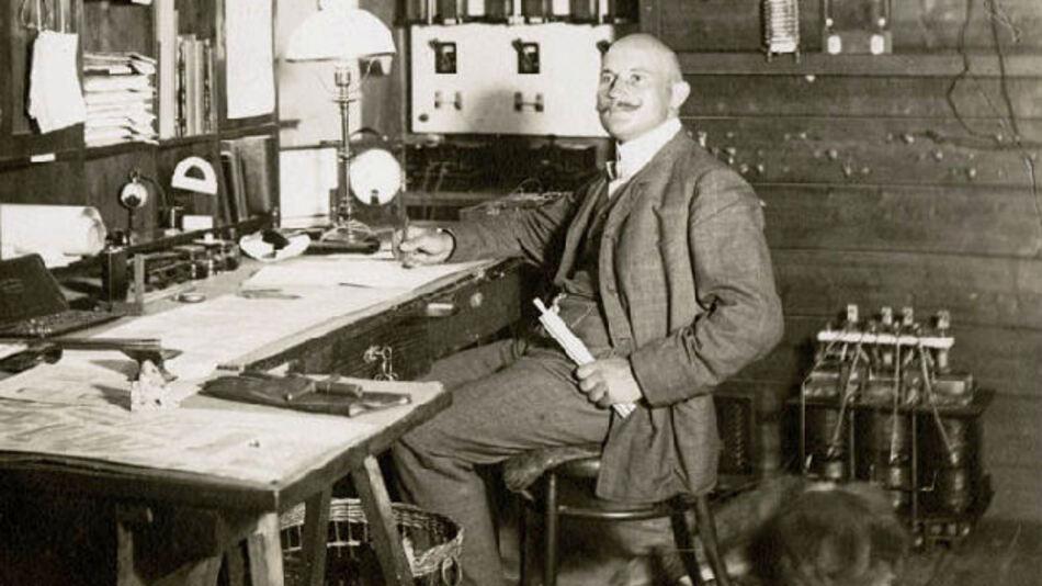 Elektroingenieur Carl Frizlen gründet 1914 die Elektron GmbH – Vorgänger der heutigen FRIZLEN GmbH u. Co KG., im schwäbischen Ludwigsburg.