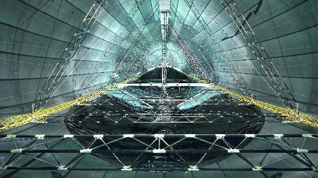 Bild 1. Durch das filligrane und dabei äußerst stabile Skelett, das fürs Fliegen gravierende Vorzüge mit sich bringt, unterscheidet sich der Zeppelin von den eher plumpen Prallluftschiffen. (Foto: Bernhard Gehring)