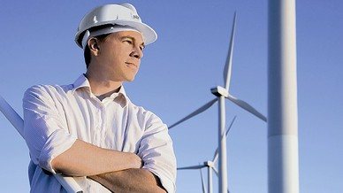 Ein Service-Techniker im Windpark