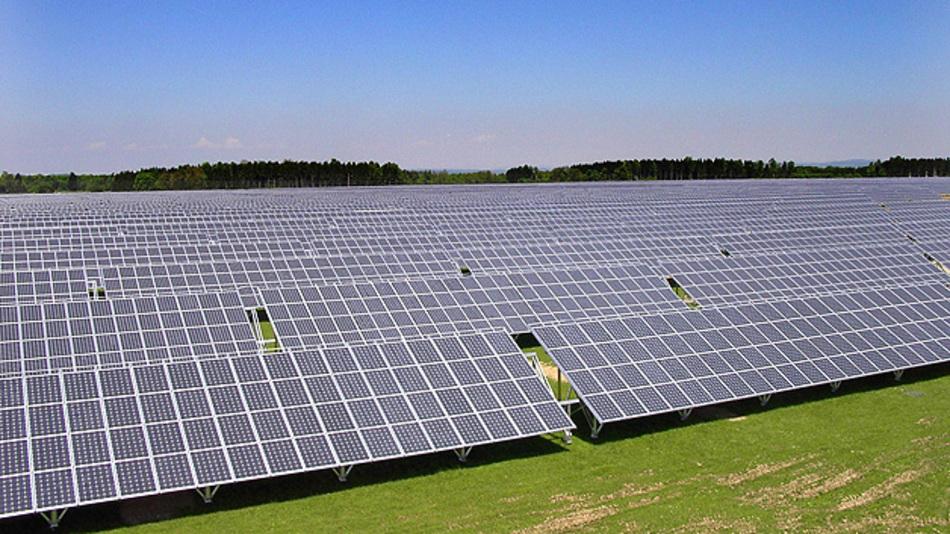 Aufgrund einer höheren Solarstrahlung übersteigen die Erträge aus PV-Kraftwerken die Prognosen um 5 Prozent.
