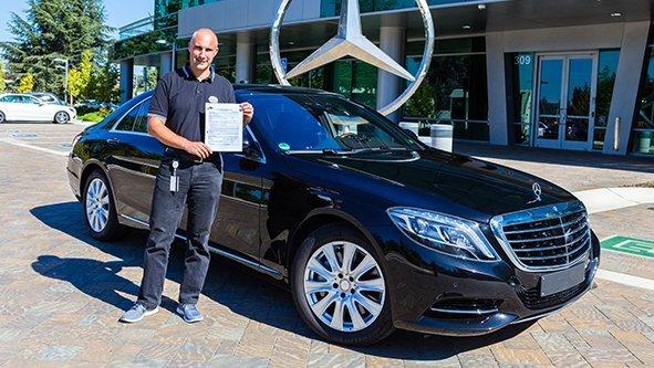 Mit Brief und Siegel: Mercedes-Benz hat die offizielle Erlaubnis, in Kalifornien autonome Fahrzeuge auf öffentlichen Straßen zu testen.