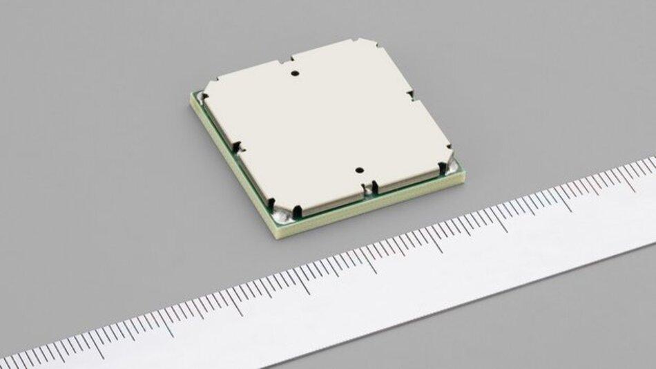 Das neue LTE-Datenkommunikationsmodul von Alps misst nur 28,90 mm x 29,80 mm x 4,22 mm (B x T x H).