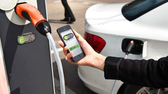 eRoaming: Europaweit Strom tanken ohne Bezahlprobleme.
