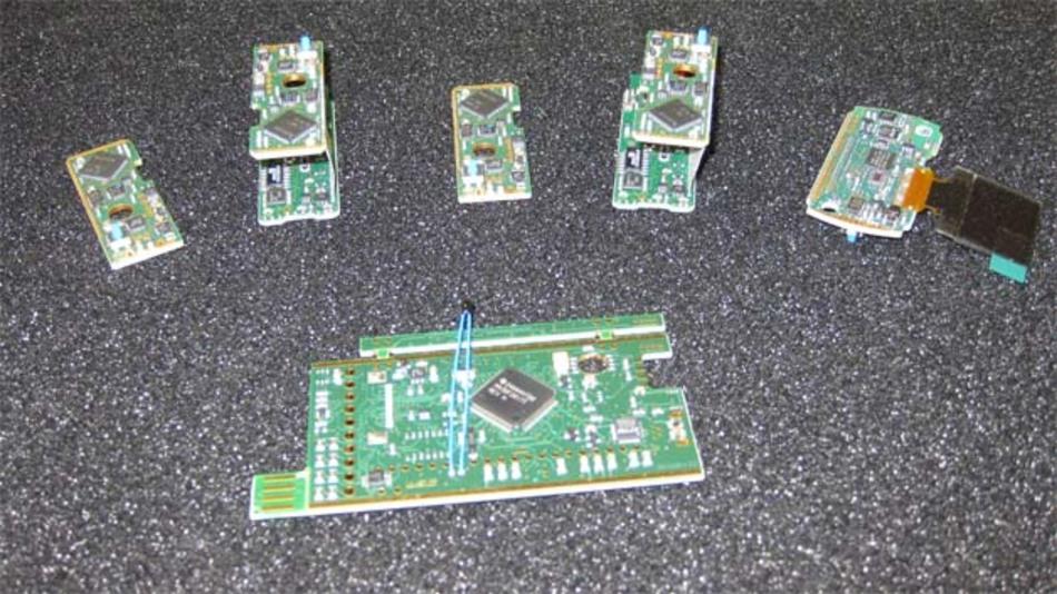 Die bestückten Platinen der momentan wichtigsten Logger vor dem Einbau in die Gehäuse (von links nach rechts): MSR145, MSR145 mit SD-Karte, MSR165, MSR165 mit SD-Karte, MSR145WD und MSR255 (unten Mitte).