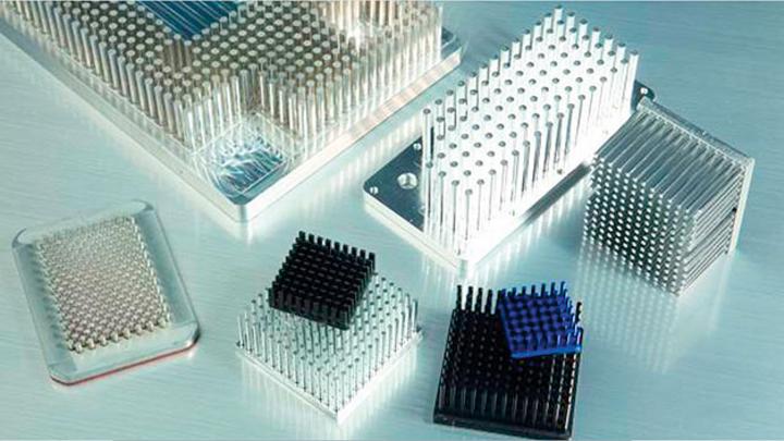 Stiftkühlkörper sind wirtschaftlicher, konstruktiver und thermischer gegenüber Strangpressprofilen
