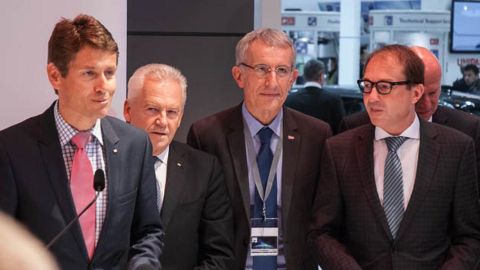 Bahnchef Rüdiger Grube (2.v.l.), SNCF-CEO Guillaume Pepy und Verkehrsminister Alexander Dobridt vor der Unterzeichnung einer Kooperationsvereinbarung zwischen DB und SNCF