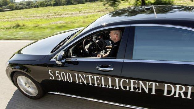 Schon im August 2013 bewältigte ein Mercedes-Benz S 500 Intelligent Drive die rund 100 km lange historische Bertha Benz-Route von Mannheim nach Pforzheim komplett autonom.