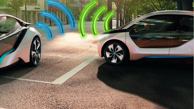 Fahrzeuge kommunizieren zukünftig mit ihrer Umwelt und miteinander.