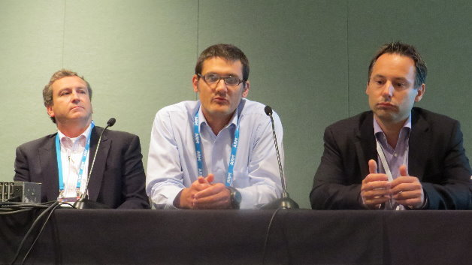 Pat Sullivan (Atmel), Steve Tateosian (Freescale)und Renauld Bouzereau (ST Microelectronics) diskutieren den neuen Cortex-M7.
