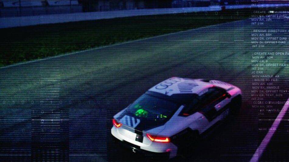 Mit bis zu 240 km/h autonom über die Rennpiste: der Audi RS 7 piloted driving concept.