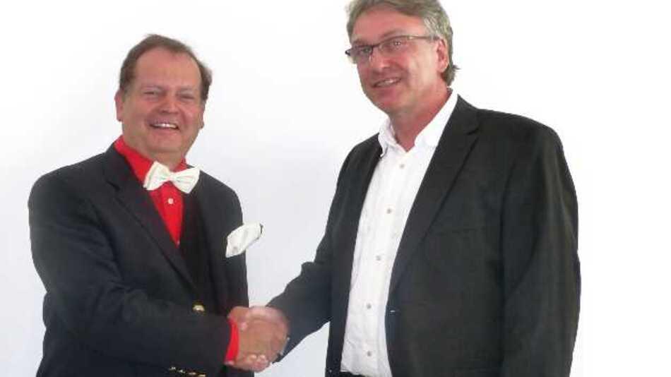Albert Meilhaus, Geschäftsführer der Meilhaus Electronic GmbH (l.), und Roland Rehberg, Geschäftsführer von bmcm (r.), freuen sich auf eine gute Zusammenarbeit.