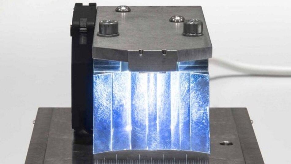Jede Lichtfunktion im Scheinwerfer kleiner als eine Streichholzschachtel: Dies könnte mit den neuen LED-Prototypen von Osram Opto Semiconductors bald Realität werden.