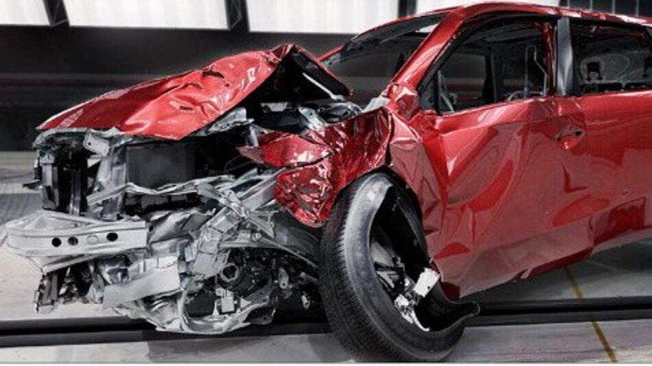 Auf den ersten Blick ist diese Unfallsimulation kaum von einem Foto zu unterscheiden.