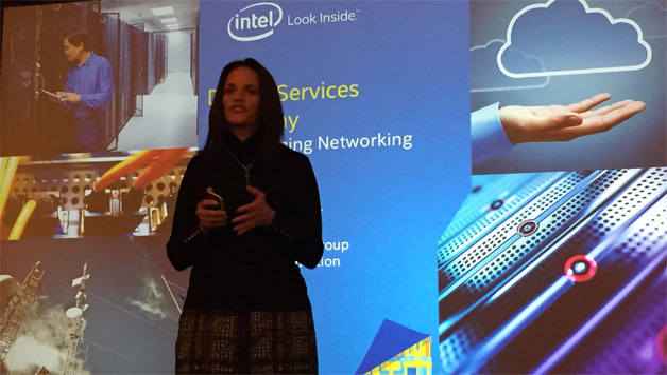 Intels VP Rose Schooler flog aus Arizona ein, um das Rechenzentrum der Zukunft zu präsentieren.
