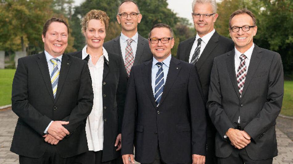 Die neue WAGO-Geschäftsleitung (von links): Sven Hohorst (Geschäftsführender Gesellschafter), Tordis Eulenberg (Leitung Personal, Organisationsentwicklung und Projekt-Management), Dr. Thomas Albers (Leitung Automation), Axel Börner (kaufmännische Leitung), Ulrich Bohling (Produktionsleitung) und Jürgen Schäfer (Vertriebsleitung).
