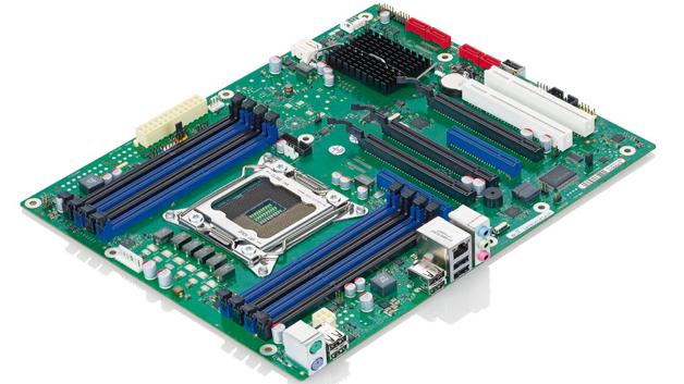 Bild 1: Semiindustrielle Merkmale besitzt das Mainboard »D3128-B« von Fujitsu, das auf Intels »C602«-Chipsatz basiert und die »Xeon«-Familien »Sandy Bridge E5-26xx« und »Ivy Bridge E5-16xx« unterstützt