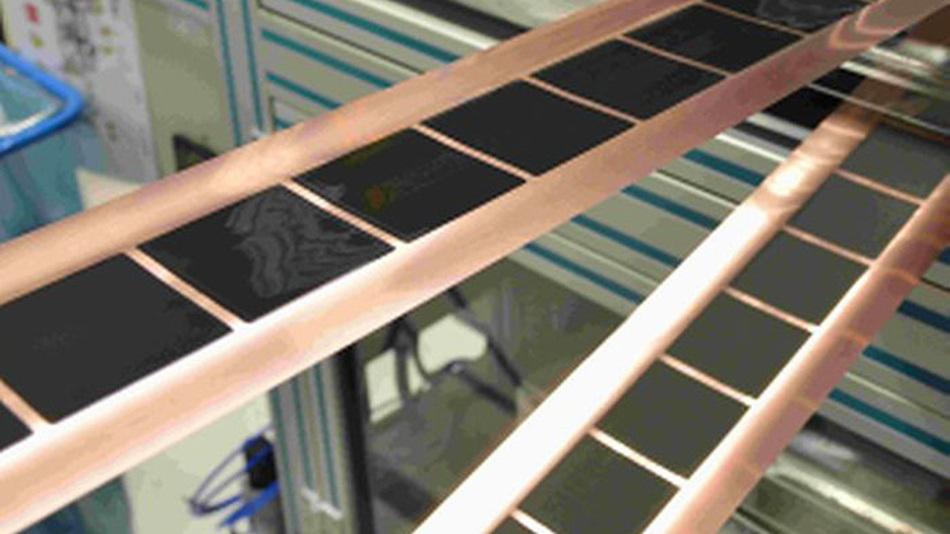 Intermittierende Beschichtung mit präzisen Kanten: Das am KIT entwickelte Verfahren erlaubt Beschichtungen von Elektrodenfolien bei neuer Rekordgeschwindigkeit.