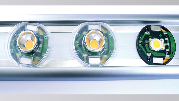 Bild 2: Diese Clip'n'Slide-Leuchte basiert auf einem LDS-Kunststoffkörper, auf dem Leiterbahnen, Schienenkontakte und Leistungs-LED direkt aufgebracht sind
