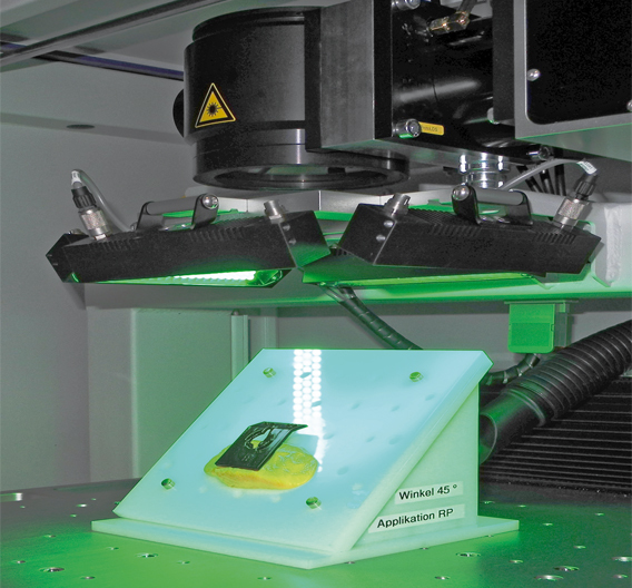 Bild 3: Im »ProtoLaser 3D« von LPKF lassen sich Bauteile durch einfache Halterungen in verschiedenen Winkellagen strukturieren