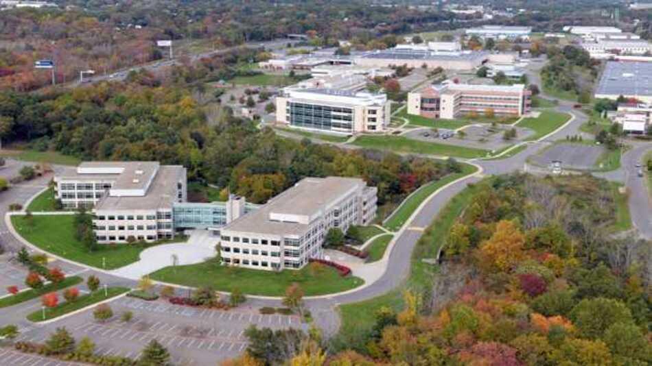 Zum Yale West Campus gehören Forschungseinrichtungen und Core Facilities, die das Ziel verfolgen, die wissenschaftliche Zusammenarbeit und den interdisziplinären Dialog zu fördern.