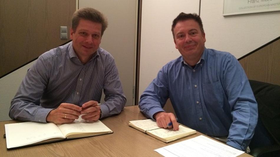 Dipl.-Ing. Stefan Dosch (links, mit Elektronik-Redakteur Frank Riemenschneider) ist seit 2012 Freescales Europa-Vertriebs-Chef für Distribution, Industrie und Multimarket.