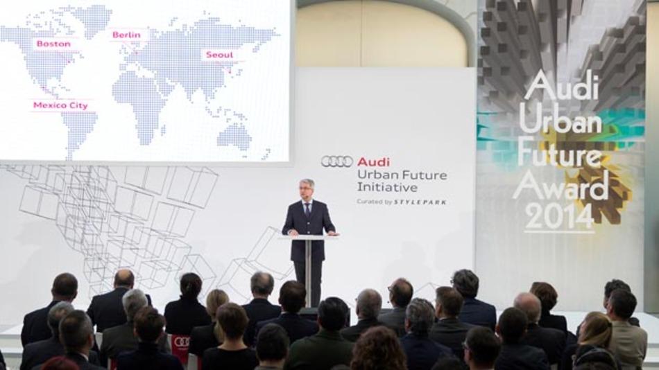 Prof. Rupert Stadler, Vorstandsvorsitzender von Audi, definierte vernetzte Mobilitätstechnologien für Megastädte als Schlüsselmarkt.