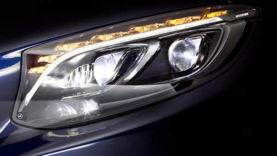 In naher Zukunft wird Mercedes-Benz seine Scheinwerfertechnologie um ein High-Range-LED-Fernlicht erweitern.