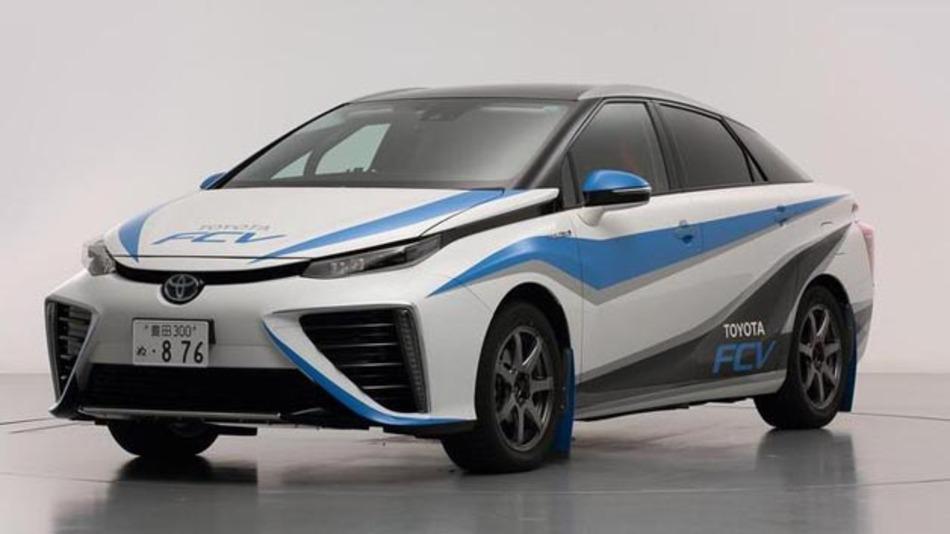 """""""Zukunft"""" heißt das Toyota Brennstoffzellenfahrzeug. Eine klare Aussage, welche Rolle die Brennstoffzellentechnologie für Toyota spielen soll."""