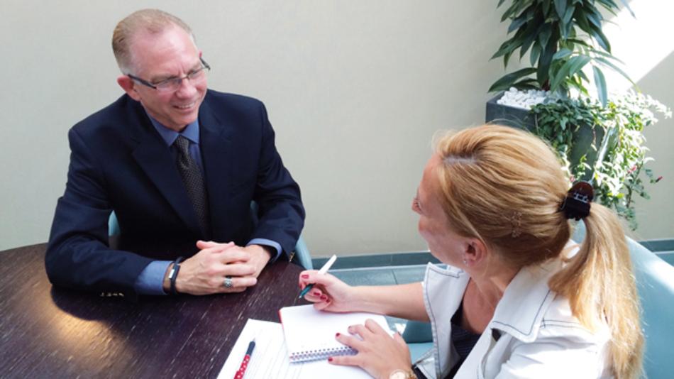 Glenn Smith, Mouser (links, im Gespräch mit Markt&Technik-Redakteurin Karin Zühlke)