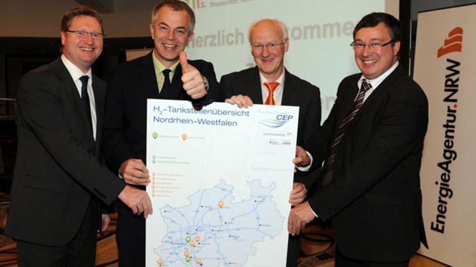 Von links nach rechts: Dr. Klaus Bonhoff, Johannes Remmel, Dr. Frank-Michael Baumannnn und Patrick Schnell.