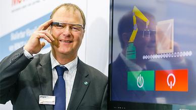 Markus Stadelhofer von Progea mit Google Glass