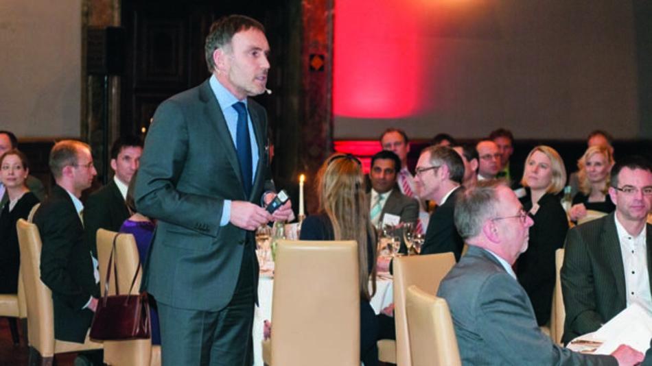 Kurt Skupin,Vorsitzender der Geschäftsführung der WEKA Mediengruppe München, begrüßt die Gäste zur Verleihung der Produkte des Jahres 2014.